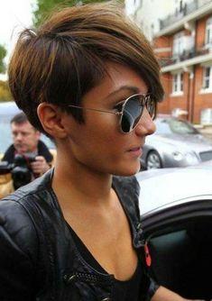 Frankie Sandfors  mit kurzer haarfrisur und sonnenbrillen
