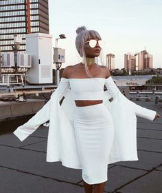 Wardrobe goals in this elegant and chic all white outfit. I love how figure flattering this is! And it looks great with mirrored sunglasses - very Insta worthy outfit! All White Party Outfits, All White Outfit, Summer Outfits, Cute Outfits, White Fashion, Look Fashion, Fashion Outfits, Womens Fashion, Woman Outfits