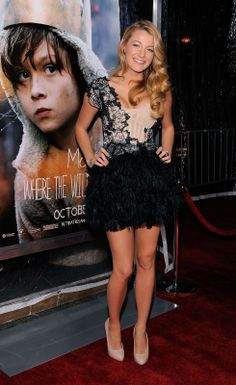 blake-lively-shows-cleavage-at-where-the-wild-things-are-premiere-04