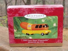 2000 Hallmark OSCAR MAYER WIENERMOBILE Battery Operated MUSICAL Ornament