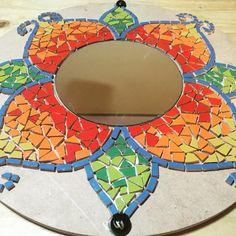 #mosaico #mandalas #espejo #artesanal #talleres #enproceso #mosaiquismo - aticataller Mosaic Tray, Mirror Mosaic, Diy Mirror, Mosaic Glass, Mosaic Tiles, Glass Art, Mosaics, Art Decor, Decoration