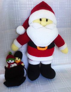 Knitted-Santa-Claus-with-a-goodie-bag