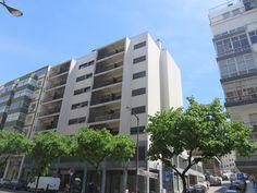 Apartamento T3 para venda  junto à estação de metro dos Anjos, em localização central junto a todo o tipo de comércio e serviços. Este edifício que foi totalmente remodelado em 2010. Apartamento arrendado, com rendimento mensal de 886 €. http://casas.portugalrealestatehomes.com/imovel-Venda-Apartamento-T3-Lisboa-4667704