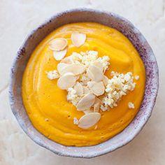 Zupa krem z marchewki z soczewicą, imbirem i mlekiem migdałowym