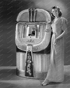 AMI Jukebox Dance Couple Diner w Coke Signs Vintage Reprint Old Photo Vintage Records, Vintage Signs, Vintage Box, Old Pictures, Old Photos, Juke Box, Swing Era, Vintage Television, Old Music