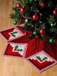 Holiday Tree Skirt Log Cabin Quilts w Methods 30 Design Quilting Pattern Book in Crafts, Sewing & Fabric, Quilting Xmas Tree Skirts, Christmas Tree Skirts Patterns, Christmas Sewing, Christmas Projects, Christmas Quilting, Cabin Christmas, Christmas Trees, Christmas Blocks, Crochet Christmas