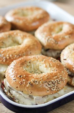 17 Mindblowing Ways To Eat Bagels :: Baked Ham and Turkey Everything Bagel Sandwiches! 17 Mindblowing Ways To Eat Bagels :: Baked Ham and Turkey Everything Bagel Sandwiches! Croissant Sandwich, Bagel Sandwich, Soup And Sandwich, Sandwich Recipes, Paninis, Breakfast Bagel, Breakfast Recipes, Breakfast Club, Antipasto