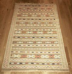 FINN – Nydelig ny Marrokansk kelim teppe av ekte kamelull selges billig! Av, Rugs, Home Decor, Farmhouse Rugs, Decoration Home, Room Decor, Home Interior Design, Rug, Home Decoration