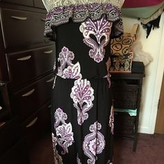 Purple print strapless dress Stylish strapless dress from white house black market. It's fashionable and great for vacation it doesn't wrinkle packs great! Price is firm! White House Black Market Dresses Maxi