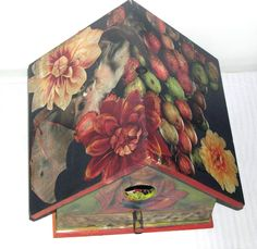 roof view : Bird house decoupage created and designed by Linda Pastorino 2010