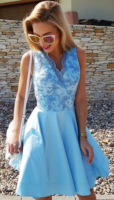 Błękitna sukienka na wesele