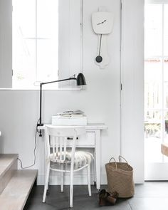 Combo Design is officieel dealer van KLOQ ✓ wandklokken collectie makkelijk te bestellen ✓Gratis verzenden (NL) ✓Altijd de scherpste prijs ✓ Pure White, Pure Products, Black, Design, Black People