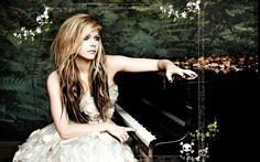 Avril Lavigne Brushes Pianos Music Wallpaper Q4law. Avril Lavigne, blondes, blue eyes, brushes, faces, music, People, pianos, singers, women. Free download HD wallpaper of: Avril Lavigne, brushes, pianos, music, faces, singers, blondes, people, blue eyes, women.