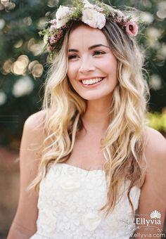 Свадебный венок из летних цветов. Изящное украшение для тех, кто хочет создать незабываемый свадебный образ.