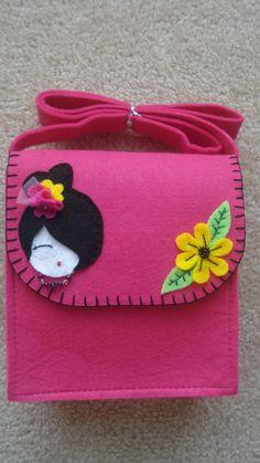 kids messenger bag Felt Diy, Felt Crafts, Diy And Crafts, Fabric Bags, Fabric Scraps, Kids Messenger Bags, Sewing Crafts, Sewing Projects, Felt Purse