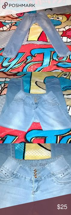 Tush push Hi these are butt lift Colombian jeans it says size 3 on the tag.. But I think they run a little bit bigger cuz I could fit them but I don't have enough junk in the trunk for them!!!!..helps shape ur rear end!! 😱❤❤❤Bootylicious! tush push Jeans Straight Leg