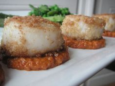 Crispy scallops and chorizo cream - C gourmet secrets - Valentine's Day is taken into account among my pr Valentine Desserts, Homemade Valentines, Scallops And Chorizo, Cool Cafe, Cheat Meal, Food Inspiration, Holiday Recipes, Pork, Menu