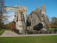 The Leviathan (telescope) at Birr Castle, County Offaly, Ireland. Built between 1841 and 1845 by the Earl of Rosse Castles In Ireland, Tower Bridge, Brooklyn Bridge, Telescope, Irish, Building, Travel, Modern, Astronomy