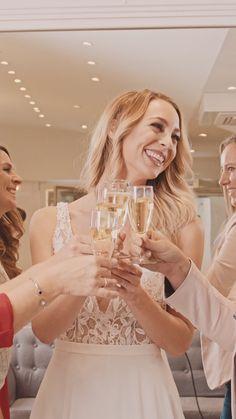 Wir bei FUSSL HappyDay helfen dir, dein perfektes Brautkleid zu finden! Was dich erwartet? ✨ große Auswahl an traumhaften Brautkleidern ✨ namhafte Hersteller in den unterschiedlichsten Stilrichtungen ✨ hochwertige Materialien, beste Verarbeitung und sehr gute Passformen! White Dress, Female, Tricks, Moment, Dresses, Fashion, Dresses For Graduation, Perfect Wedding Dress, Gift Wedding