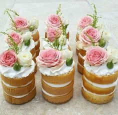 These sweet little mini cakes are a perfect treat for guests at your spring wedding
