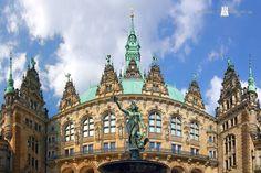 Ein herrlicher Sommertag und ein herrliches Bild von unserem Rathaus :-)))