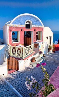 The quaint Meteor Cafe in Santorini, Greece