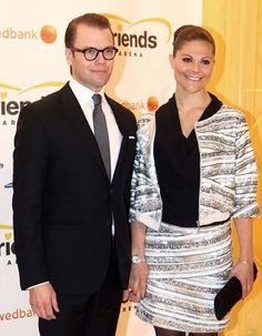 Victoria y Daniel de Suecia se contagian de la felicidad de la princesa Magdalena por su compromiso #royals #royalty #sweden #princess
