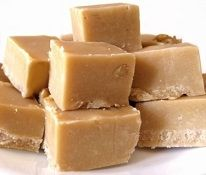 Make this delicious Baileys fudge recipe - the traditional way! Fudge makes a wonderful and nostalgic treat! Give your homemade fudge some merry holiday spirit with this recipe for Baileys fudge. Baileys Irish Cream is my winter tipple of choice -. Scottish Recipes, Irish Recipes, Irish Desserts, Persian Recipes, Baileys Fudge, Baileys Irish, Best Peanut Butter Fudge, Brown Sugar Fudge, Scottish Tablet