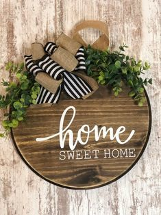 Home Sweet Home Farmhouse Round Wooden Sign / Door Hanging Wooden Door Signs, Front Door Signs, Wooden Door Hangers, Front Door Decor, Wooden Doors, Welcome Door Signs, Wooden Wreaths, Sweet Home, Classic Doors