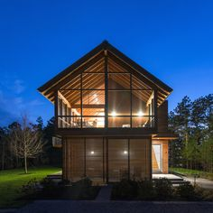 Hammer Architects completes a cabin retreat in the Cape Cod woodland