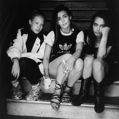"Lincoln Clarkes - ""Three women, Evergreen Hotel, 333 Columbia St. Vancouver, July 15, 1997""  Heroines | Worldwide Green Eyes ( http://worldwidegreeneyes.com/category/heroines/ )"