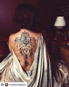 #follow@hennafamily #hennafamily #Repost @myhennaplace  Запись на предновогодние дни 89160190334 каждой нарисованной руке дарим набор браслетов! Портфолио #ginkasmehndi  #henna #dreamcatcher #mehandi #mehndi #студиямехенди #менди #мехенди #росписьхной #хна #москва #hennainspire #mehnditation #mehndiplace Tatoo Henna, Henna Mehndi, Mehendi, Tribal Henna Designs, Hena Designs, Tribal Shoulder Tattoos, Tribal Tattoos, Art Of Beauty, Hair Beauty