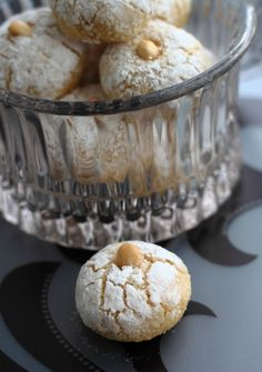 Middle Eastern almond cookies with orange blossom water/ Délices d'Orient: Ghribia d'amandes