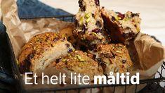 Dette er scones av den amerikanske typen. De er søte, har ekstra smakstilsetninger og spises som de er. Det er bare å sette i gang, snart kan du nyte Lise Finckenhagens scones.
