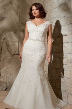 31 Jaw-Dropping Plus-Size Wedding Dresses