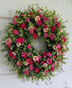 Vor der Tür-Kranz, Blush rosa Ranunkeln, hell rosa Ranunkeln, Sommer Kranz, Hochzeitsgeschenk, Housewarminggeschenk von WaysideFlorals auf Etsy https://www.etsy.com/de/listing/294483161/vor-der-tur-kranz-blush-rosa-ranunkeln