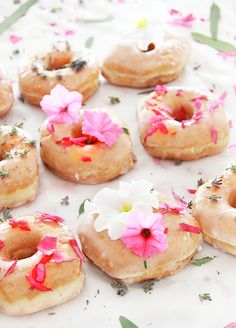 "A Bubbly Life: DIY ""Naked"" Floral Donuts"