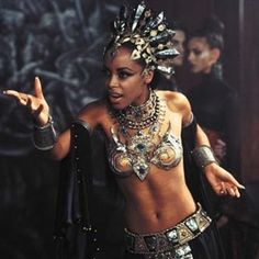 Aaliyah in Queen of the dammed Anne Rice, Beautiful Dark Art, Beautiful People, Beautiful Smile, Beautiful Ladies, Lestat And Louis, Harley Queen, Aaliyah Style, Rip Aaliyah