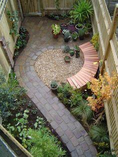 gravier allée en pavés carrossables, joli jardin avec allée en pavés