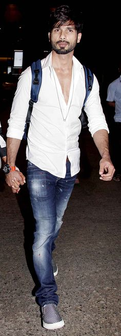 Shahid Kapoor at Mumbai airport. #Bollywood #Fashion #Style #Handsome #ShahidKiShaadi