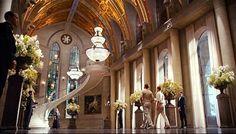 aboga por un gran salón de baile, biblioteca, dormitorio principal, hall de entrada y terraza, así como un jardín