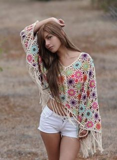 I am totally in love with this poncho. Little flower circle motifs crocheted together to make an elegant poncho with a boho vibe. Poncho Crochet, Mode Crochet, Crochet Scarves, Crochet Clothes, Crochet Crafts, Diy Crochet, Crochet Top, Simple Crochet, Hippie Chic