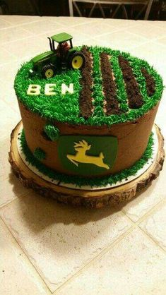 John Deere Cake … Briar will need this cake for first bday! Tractor Birthday Cakes, Farm Birthday, Birthday Parties, Tractor Cakes, Birthday Ideas, Hunting Birthday Cakes, Purple Birthday, Deer Cakes, Decoration Patisserie