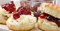 Wil je zelf lekkere scones met clotted cream en jam maken? Bekijk dan snel dit recept!