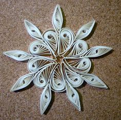 Quilled christmas decoration n°1 step by step (+playlist)