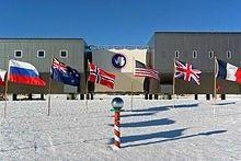 """Polární stanice Amundsen-Scott je spojena s pobřežím ledovou """"dálnicí"""""""