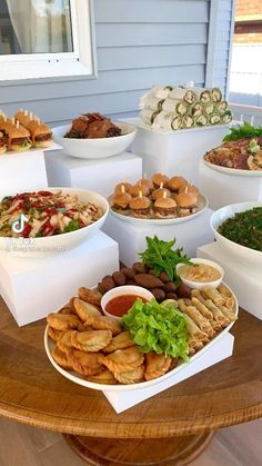Wedding Buffet Food, Party Food Buffet, Party Food Platters, Brunch Buffet, Food Displays, Brunch Party, Food Presentation, Diy Food, Appetizer Recipes