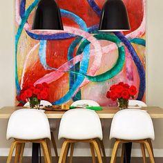 Colorful Art Apartment , Austrália. Projeto do escritório Arent&Pyke. #interiores #arquiteturaeinteriores #arte #artes #arts #art #artlover #design #interiordesign #architecturelover #instagood #instacool #instadaily #furnituredesign #design #projetocompartilhar #davidguerra #arquiteturadavidguerra #shareproject #dinigroom #diningroomdesign #arentpyke #australiadesign #australiapartment #colorfulartapartment #australia
