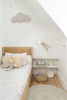 Chambre enfant aux tons neutres, design scandinave, nuage | Neutral shades kid's Bedroom, Nordic design, cloud