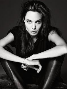 Angelina Jolie - Elle